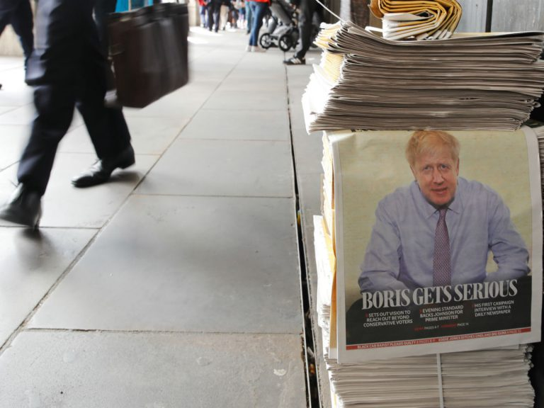 Boris Johnson en Une du quotidien londonien Evening Standard le 20 juin 2019. Photo: Tolga Akmen/AFP